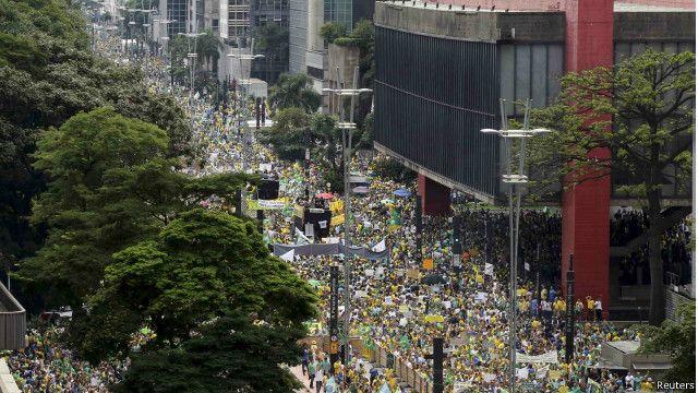 O que muda com os protestos de domingo? - Cinco análises