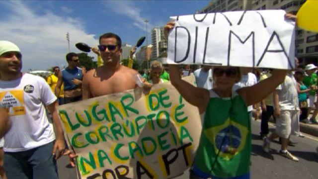 Демонстранты в Бразилии
