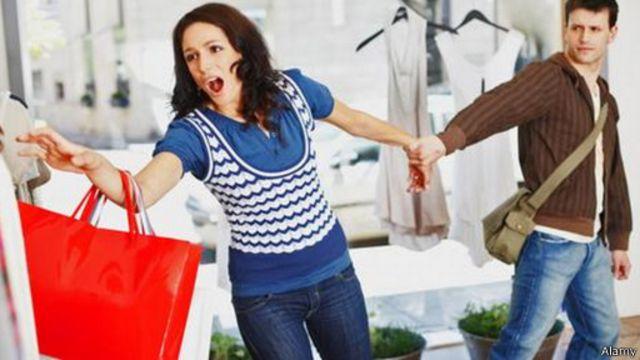 كيف نتحكم في رغبتنا المندفعة نحو الشراء؟