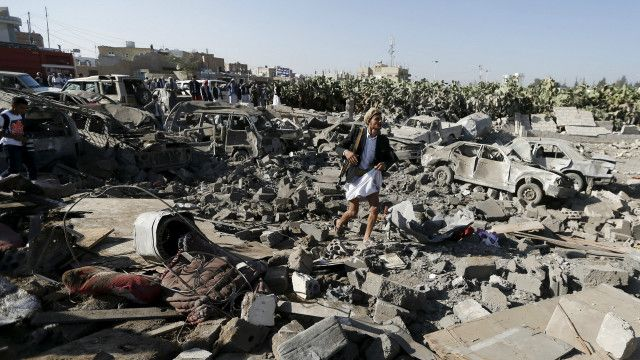 عاصفة الحزم: السعودية تشن غارات جوية ضد الحوثيين باليمن