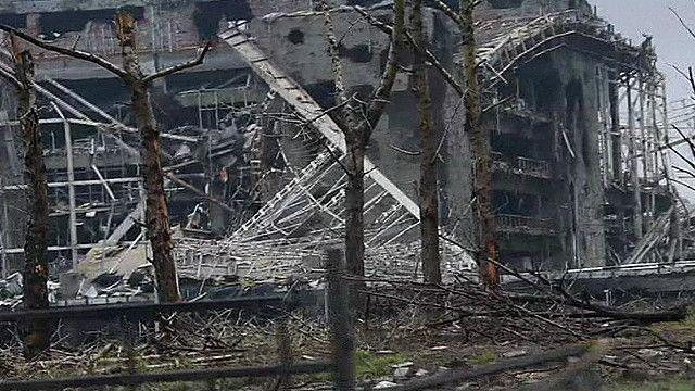 Развалины аэропорта в Донецке