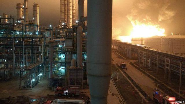 福建漳州石化工廠爆炸大火仍在燃燒