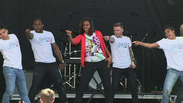Đệ nhất phu nhân Mỹ Michelle Obama nhảy để khuyến khích trẻ em tập thể dục