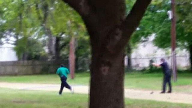Cảnh sát nổ súng vào người đang bỏ chạy