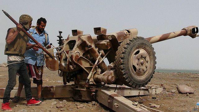 وزيرا دفاع مصر والسعودية يبحثان العملية العسكرية في اليمن