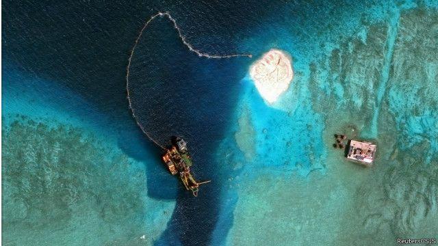 Do alto, o avanço das controversas ilhas artificiais da China