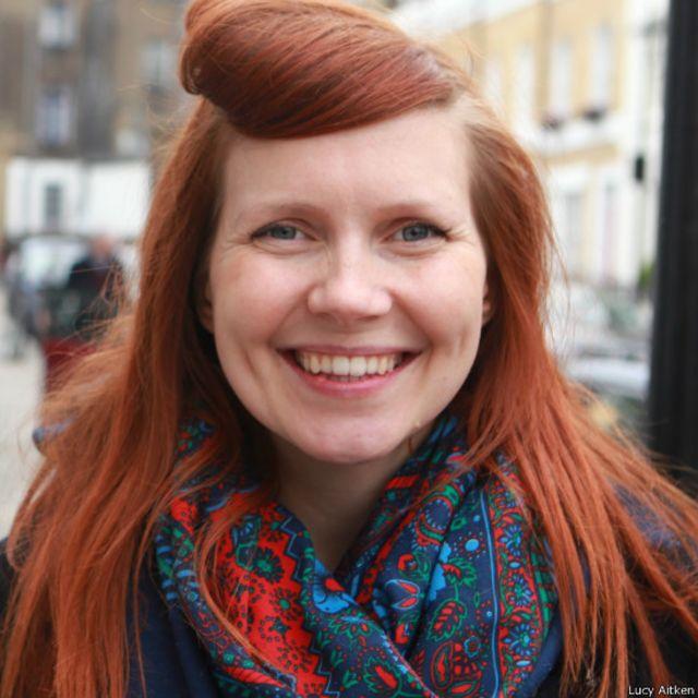 La mujer que lleva tres años sin lavarse el pelo con champú