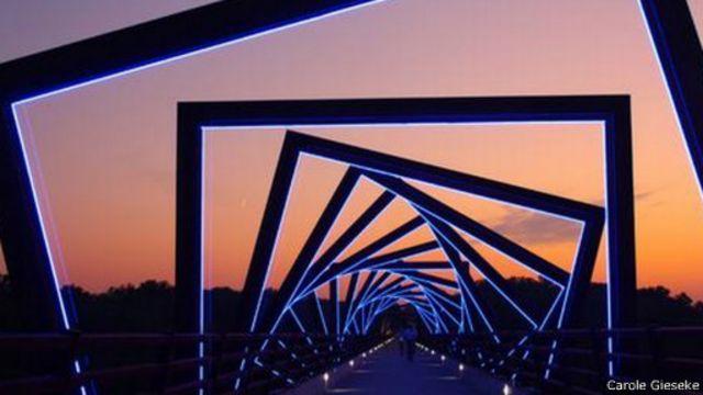 ثمانية من أغرب جسور المشاة في العالم