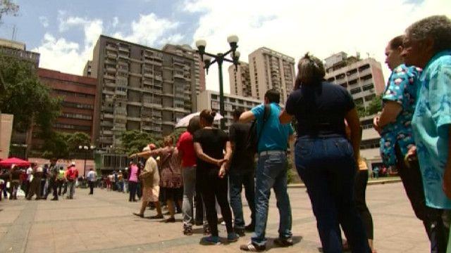 Очередь в магазин в Каракасе
