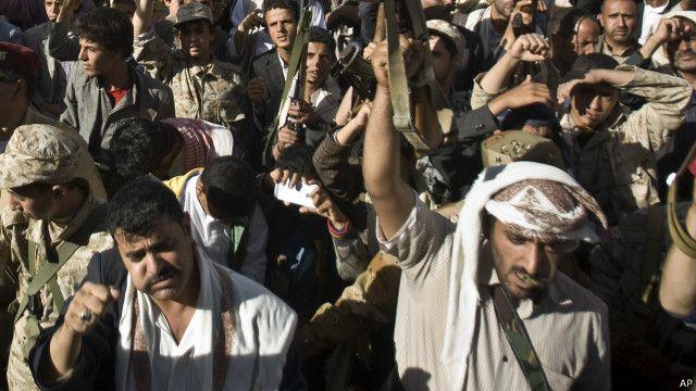 مسؤولون أمريكيون: القافلة البحرية الايرانية تبتعد عن اليمن