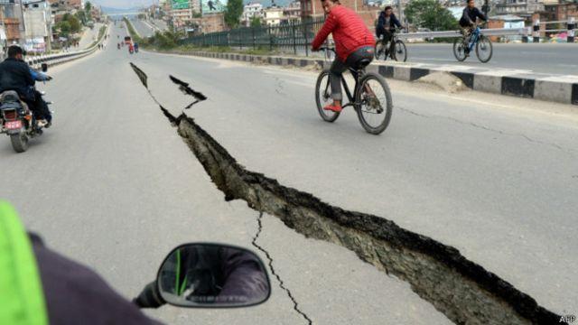 Previsto por cientistas há um mês, terremoto no Nepal 'seguiu padrão histórico'