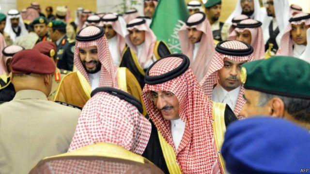 """الأمير طلال بن عبد العزيز معترضا على """"القرارات"""" في السعودية: لا بيعة لمن خالف الشريعة والأنظمة"""