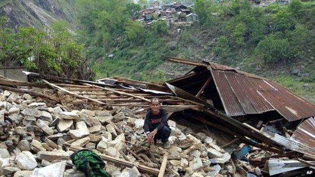 الصليب الأحمر: البلدات القريبة من مركز زلزال نيبال دمرت بالكامل