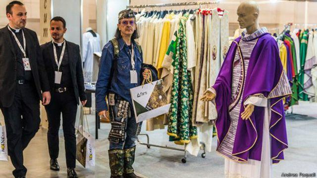 El millonario negocio de la moda sagrada católica