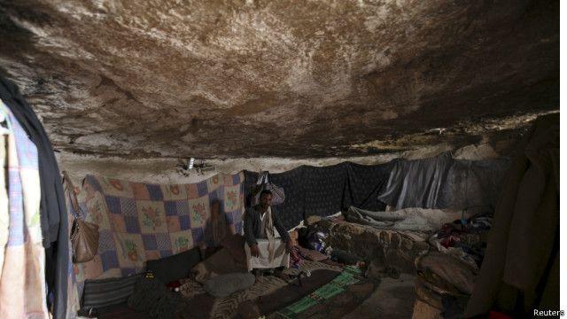 الحوثيون يقبلون الهدنة وانتقادات أممية للقصف الذي يطال المدنيين باليمن