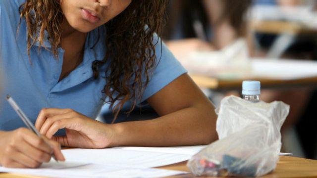 PIB do Brasil pode crescer '7 vezes' com educação para todos, diz OCDE