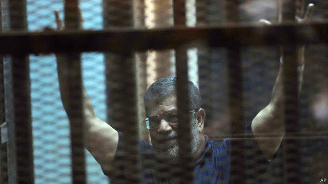 """أحكام القضاء المصري الجماعية بإعدام محمد مرسي ومساعديه """"غير عادلة"""""""