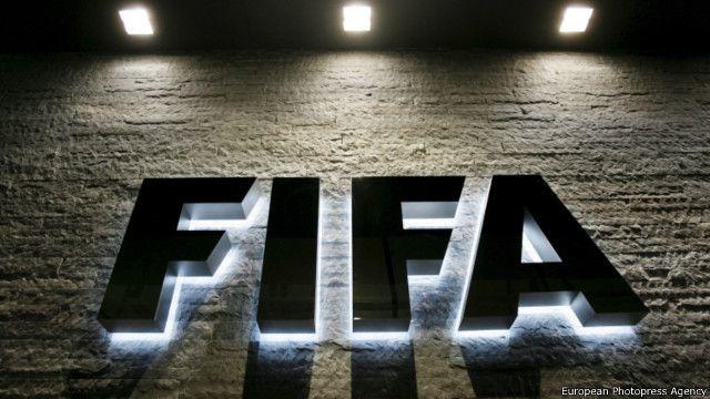 Лого ФИФА на здании штаб-квартиры организации в Цюрихе