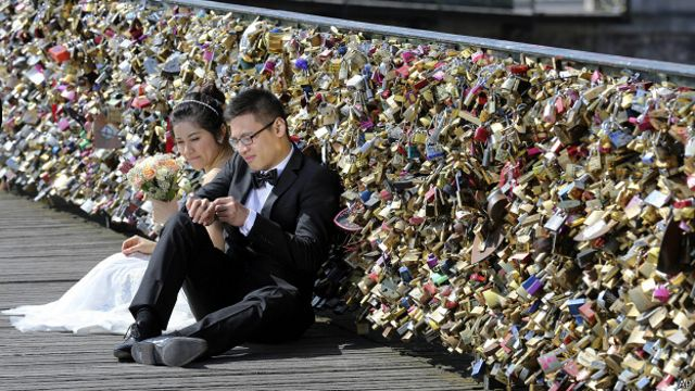 """París acabará con los """"candados del amor"""""""