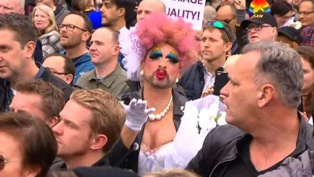 Акция в поддержку гей-браков