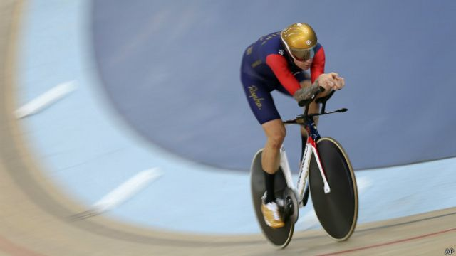 Ciclismo: Bradley Wiggins bate el récord de la hora