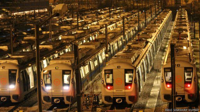 दिल्ली मेट्रो हमेशा चमचमाती कैसे रहती है?