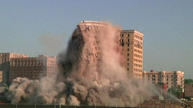 Phá nổ có kiểm soát một khách sạn 90 tuổi ở Detroit, Michigan, Hoa Kỳ