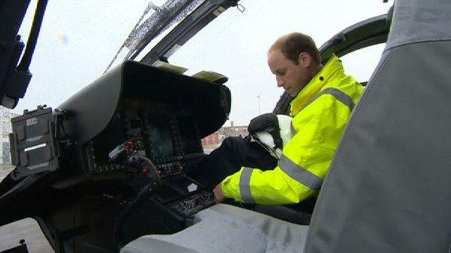 Принц Уильям в вертолете