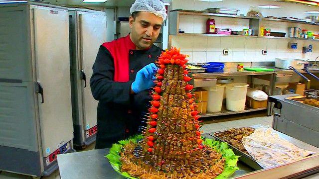 Đầu bếp Libăng chuẩn bị bữa ăn tối Iftar đánh dấu kết thúc tháng ăn kiêng Ramadan