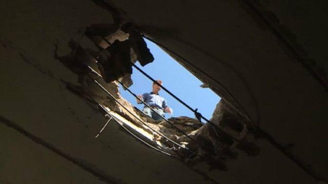 Пробитая крыша больницы