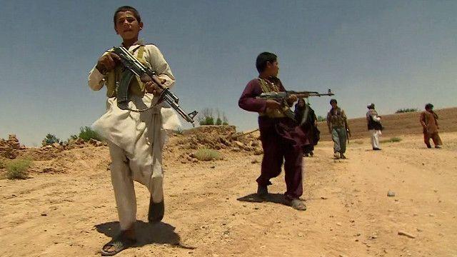 अफ़ग़ानिस्तान, हेलमंद, बच्चे, कलाश्निकोव