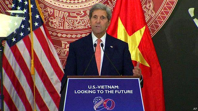 Ngoại trưởng Mỹ John Kerry phát biểu tại họp báo ở Hà Nội ngày 7/8/2015