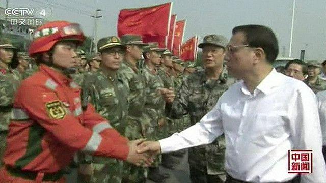 Премьер КНР встречается с пожарными