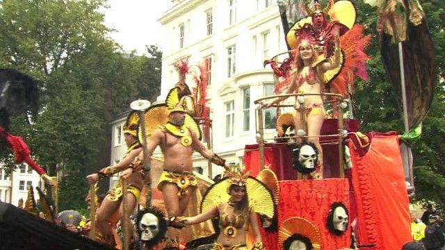 Участники карнавала в Ноттинг-Хилле