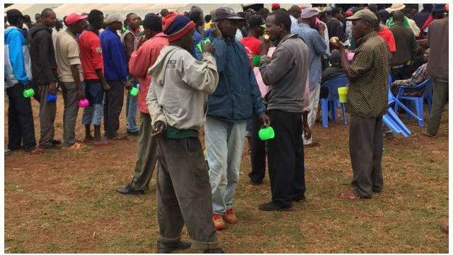 Watu walioadhirika na pombe nchini Kenya