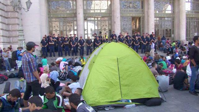 Мигранты и полицейские