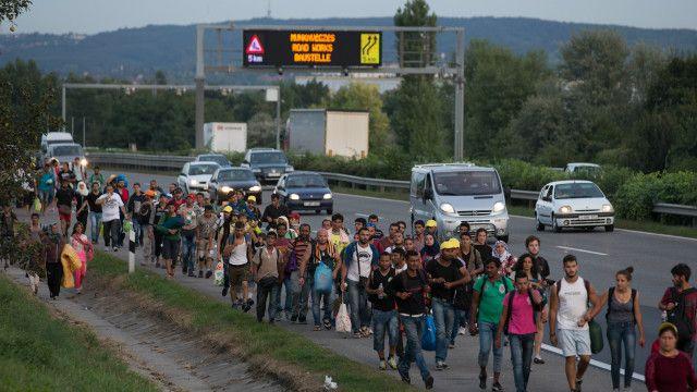 یورپ میں پناہ گزینوں کی آمد کا سلسلہ جاری ہے