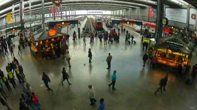 Беженцы прибывают в Мюнхен