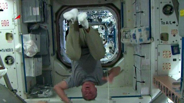 بالفيديو: حركات بهلوانية على متن وكالة الفضاء الدولية