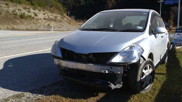 Автомобиль с разбитой фарой