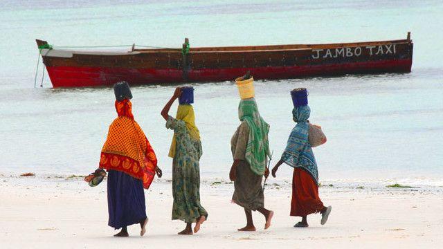 Wanunua vyakula vya akiba Zanzibar
