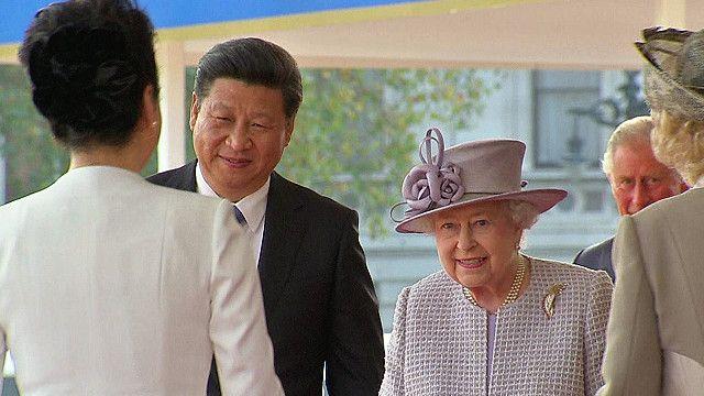 Си Цзиньпин с королевой Елизаветой