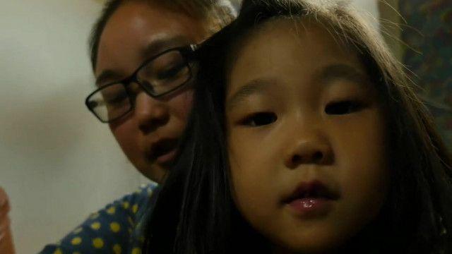 Bà mẹ và con gái, người thuộc thế hệ bị buộc tuân thủ chính sách một con ở Trung Quốc