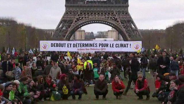 Biểu tình phản đối thỏa thuận về biến đổi khí hậu tại Paris