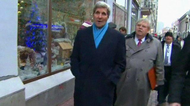 Госсекретарь США Джон Керри гуляет по Москве