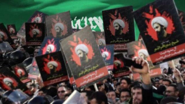 Демонстранты с плакатами с изображением шейха Нимра