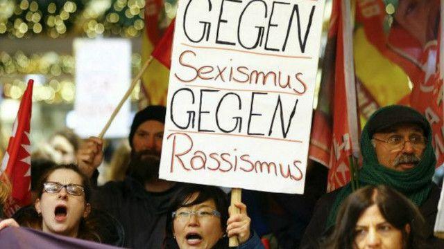 Phụ nữ tham gia biểu tình bài người nhập cư ở Cologne