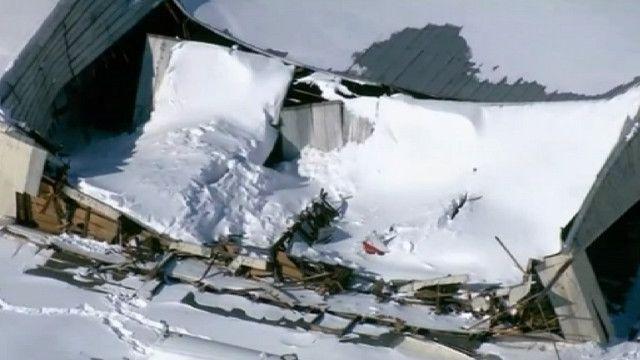 Дом с провалившейся крышей