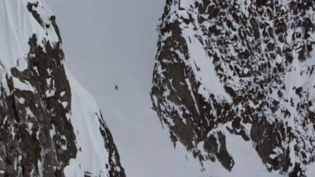 視頻:專業滑雪員滾下300米山坡無恙
