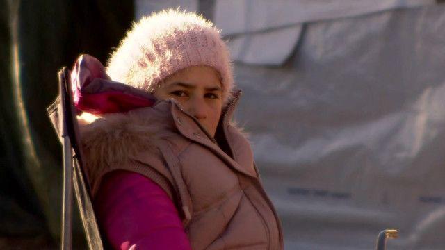 Девочка в лагере для беженцев в Кале